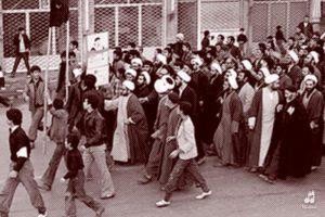 عکس شاخص قیام مردم تبریز در سال 56